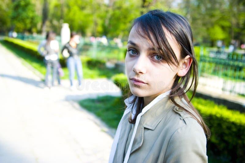 tonårs- flickapark arkivbilder
