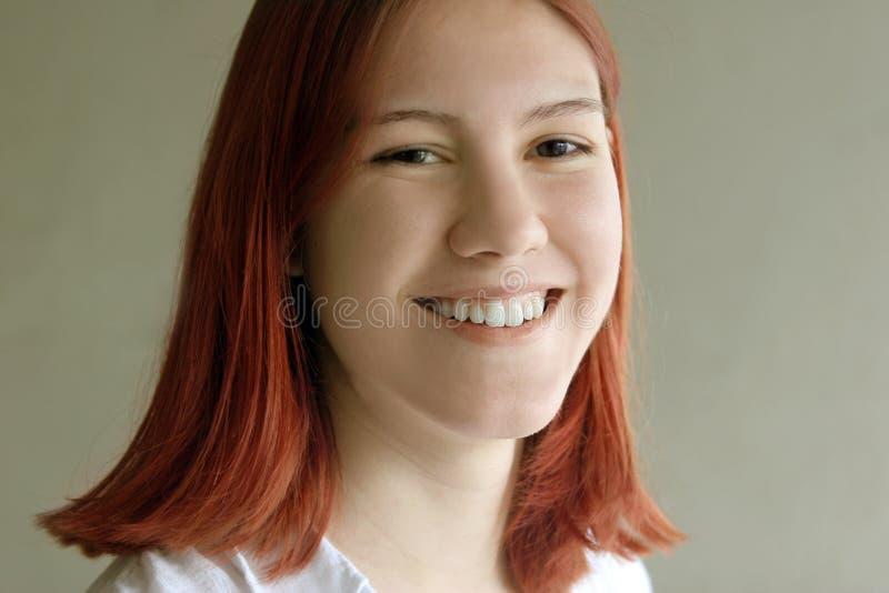 tonårs- flickaredhead royaltyfri foto