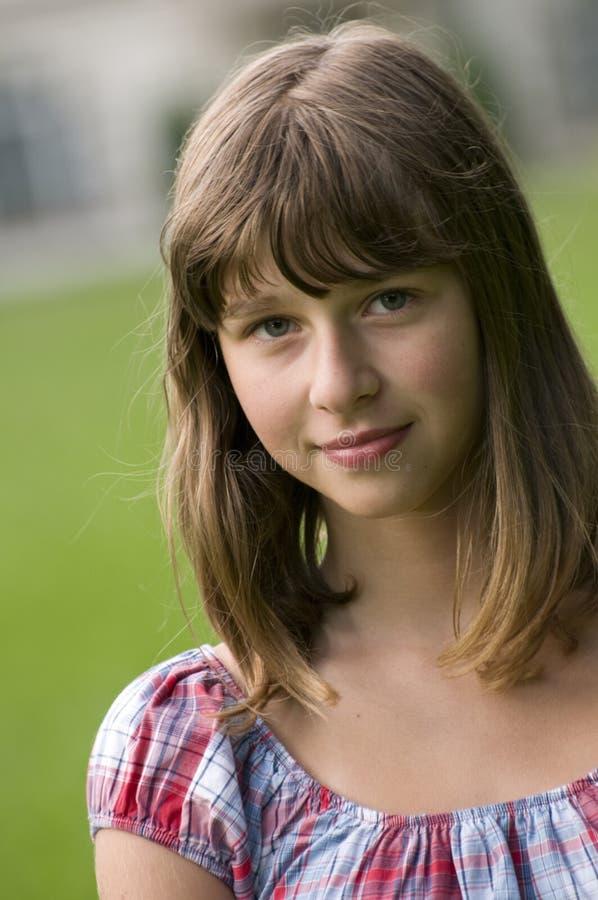 tonårs- flickastående royaltyfri foto