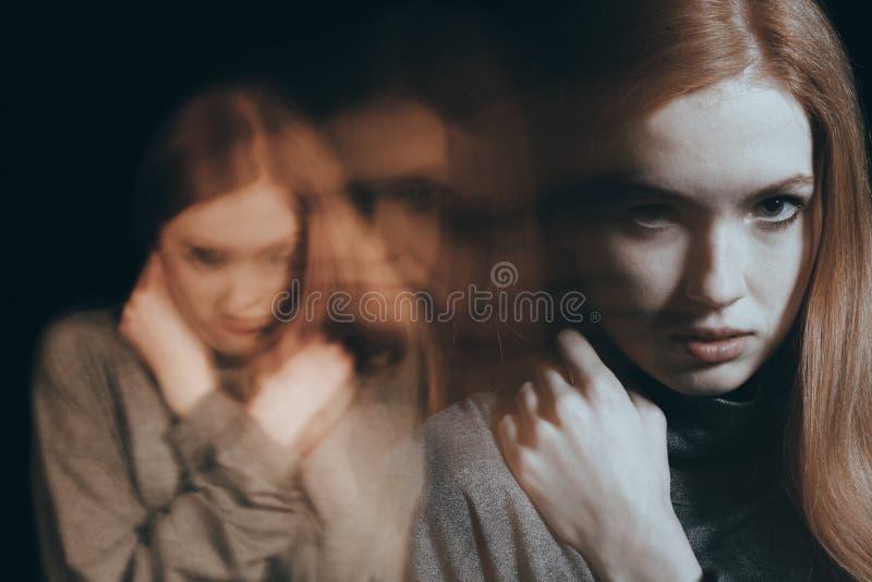 tonårs- ilsken flicka royaltyfria foton