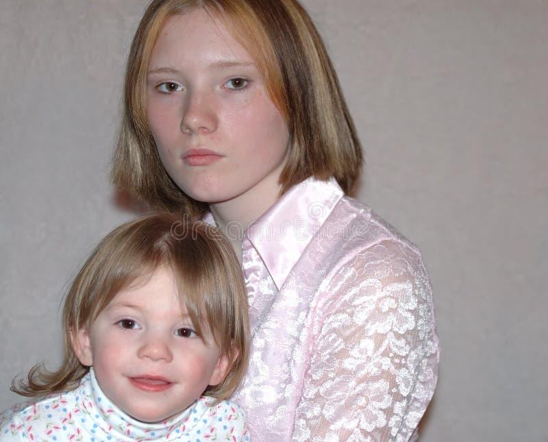 Tonårs- Modersystrar Fotografering för Bildbyråer