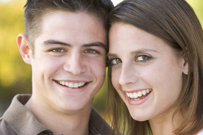 tonårs- par royaltyfri fotografi