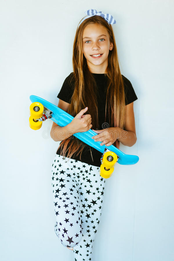Tonårs- skateboradåkare royaltyfria foton