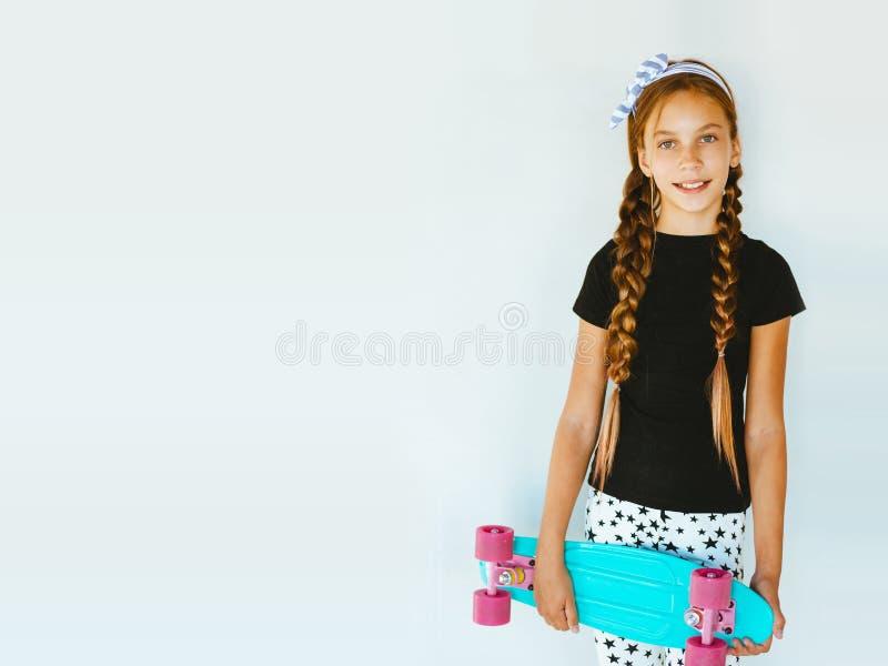 Tonårs- skateboradåkare royaltyfri foto