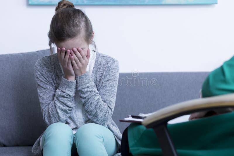tonårs- skriande flicka royaltyfri foto