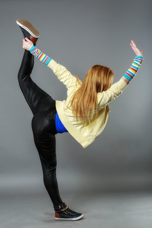 tonårs- studio för serie för flygtur för dansflickahöft arkivfoto