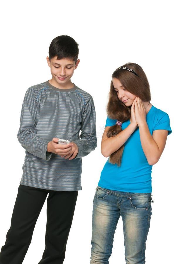 tonåringar för cellmodetelefon royaltyfria foton