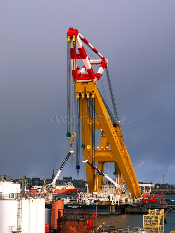 5000 Ton Capacity Sheerlars Crane Barge royaltyfria foton