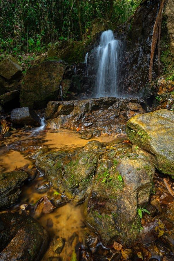 Ton Sai vattenfall i Phuket, Thailand royaltyfria bilder