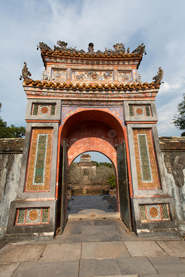 TON VIETNAM - MARS 27, 2015: Strukturer av Hue Citadel Complex Komplexet av Hue Monuments ligger längs doftfloden i Hue City royaltyfri foto