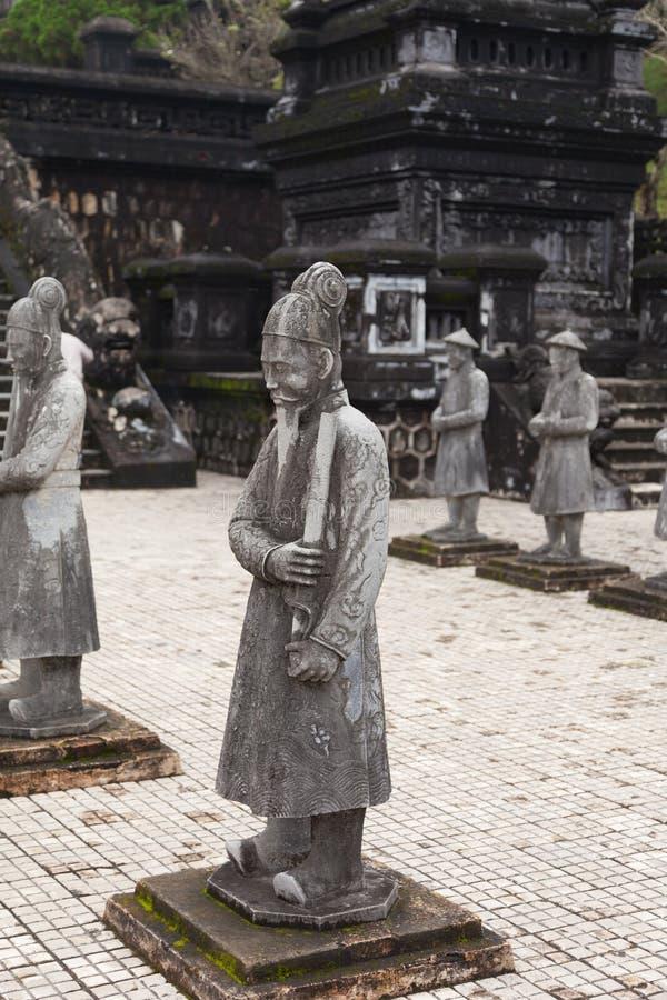 Ton Vietnam Stenvakter av kungliga Khai Dinh Tomb royaltyfria foton