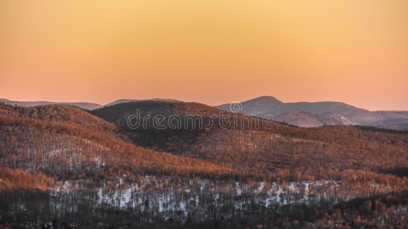 Tonalidad de la puesta del sol del invierno fotografía de archivo