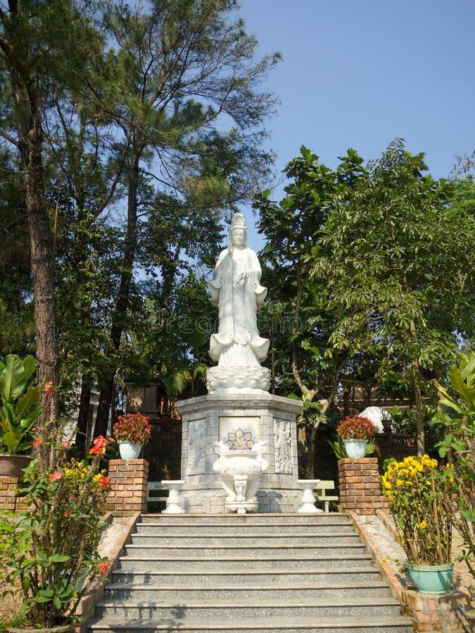 Tonalidad, Vietnam - 13 de septiembre de 2017: Estatua china hermosa de dios, la estatua de Buda en Linh Ung Pagoda, Da Nang imagenes de archivo