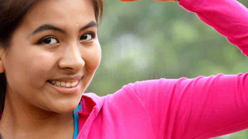 Tonalità femminile del muscolo del bicipite immagini stock