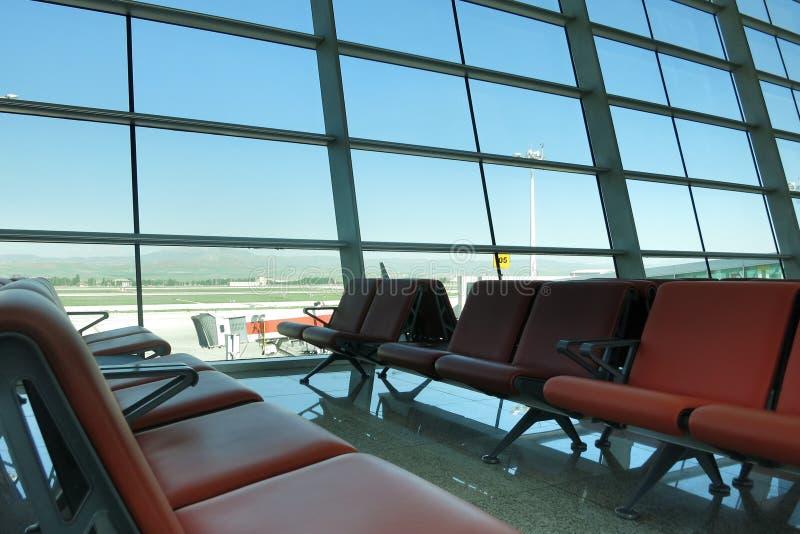 tonat vänta för flygplats blå lokal arkivbilder