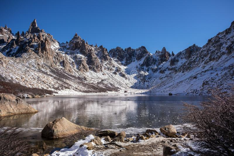 Toncek湖在塞罗卡特德拉尔 免版税库存照片