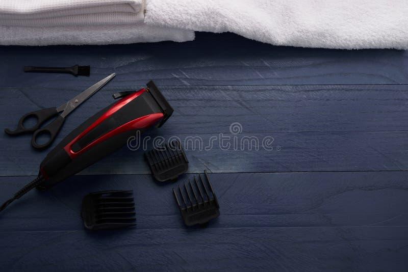 Download Tondeuse dans le salon image stock. Image du detail, closeup - 77154883