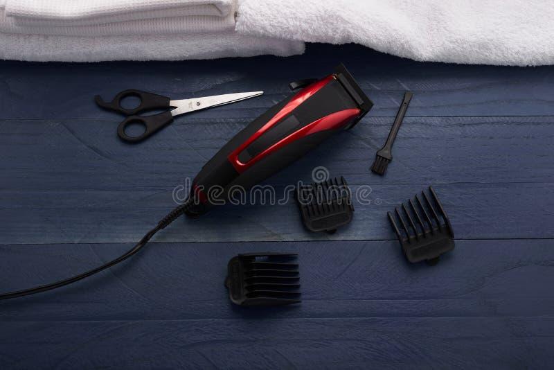 Download Tondeuse Dans Le Salon De Coiffure Photo stock - Image du cheveu, salon: 77154402