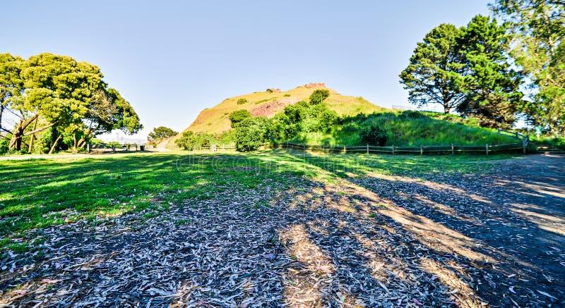 Toneel de meningenpark van coronahoogten op zonnige dag stock afbeeldingen
