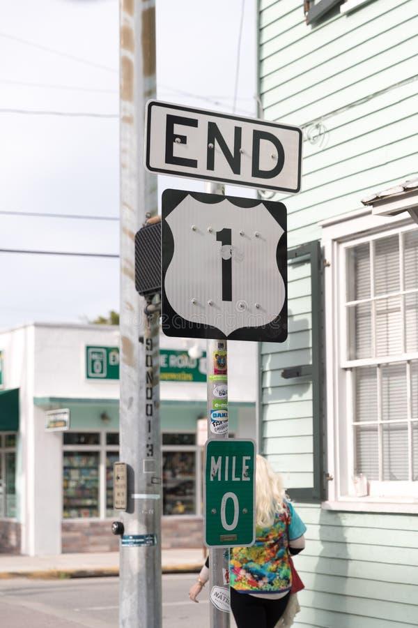 Toneel de Wegteken van Florida in Key West, Florida, de V.S. Mijl Nul Teken bedraagt het uitgangspunt van Route 1 van de V S Rout stock afbeeldingen