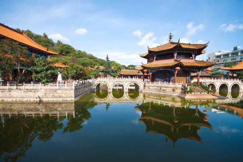 Toneel mening van Yuantong Tempel, Yunnan China royalty-vrije stock foto's