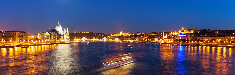 Toneel nachtpanorama van Boedapest, Hongarije stock fotografie
