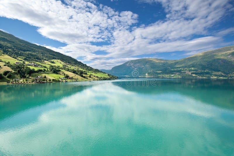 Toneel Olden mening van Nordfjord, (Noorwegen) royalty-vrije stock fotografie