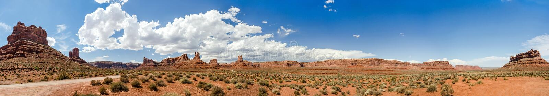 Toneel ultra breed woestijnpanorama in het Zuidwesten van de V.S. royalty-vrije stock foto