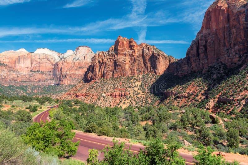 Toneelaandrijving in het nationale park van Zion, Utah royalty-vrije stock fotografie