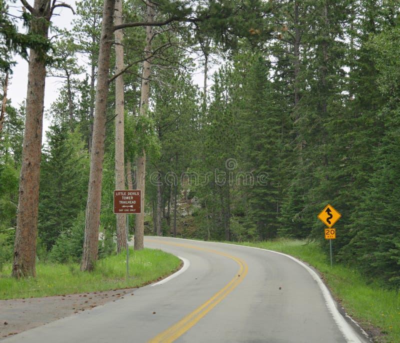 Toneelaandrijving op Naaldenweg, Custer State Park, Zuid-Dakota stock foto's