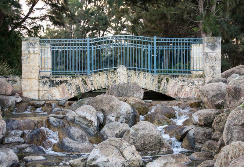 Toneelbrug in Sir James McCusker-park royalty-vrije stock foto