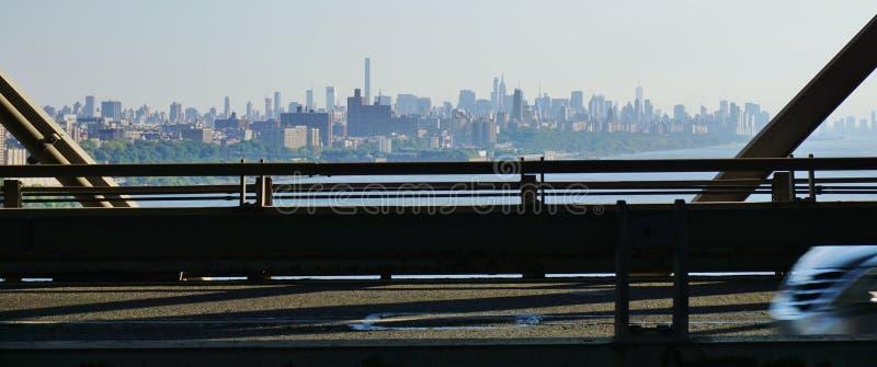 Toneeldiemening van de horizon van New York Manhattan van George Washington Bridge wordt gezien (GWB) stock foto's