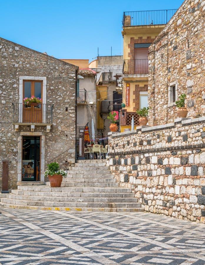 Toneelgezicht in Castelmola, een oud middeleeuws die dorp boven Taormina, op de bovenkant van de berg Mola wordt gesitueerd Sicil stock fotografie