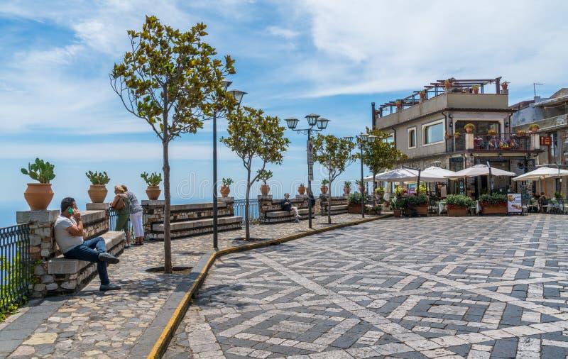 Toneelgezicht in Castelmola, een oud middeleeuws die dorp boven Taormina, op de bovenkant van de berg Mola wordt gesitueerd Sicil royalty-vrije stock afbeelding