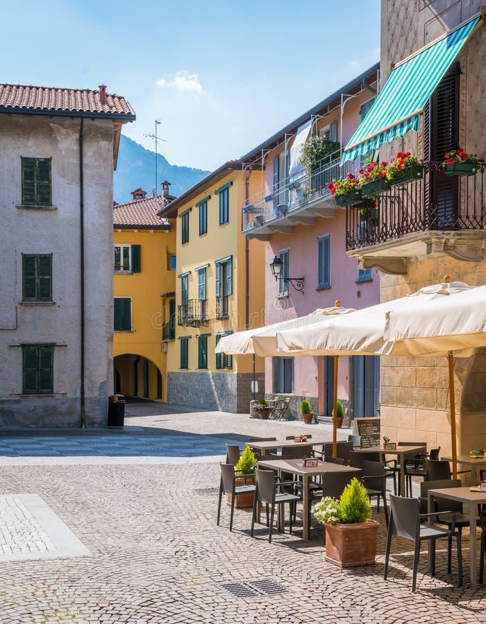 Toneelgezicht in Mandello del Lario, schilderachtig dorp op Meer Como, Lombardije, Italië stock foto