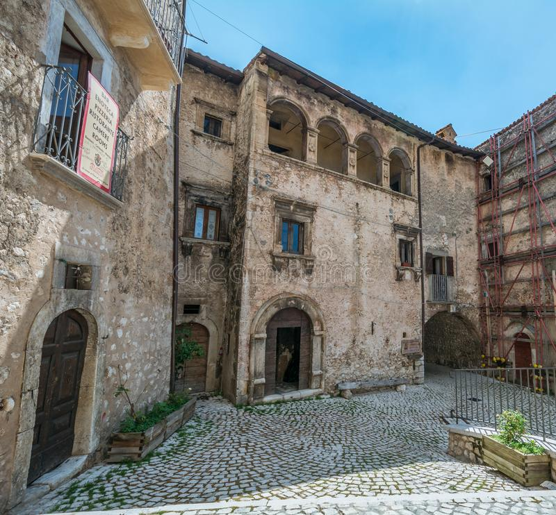Toneelgezicht in Santo Stefano di Sessanio, provincie van L ` Aquila, Abruzzo, centraal Italië royalty-vrije stock afbeeldingen