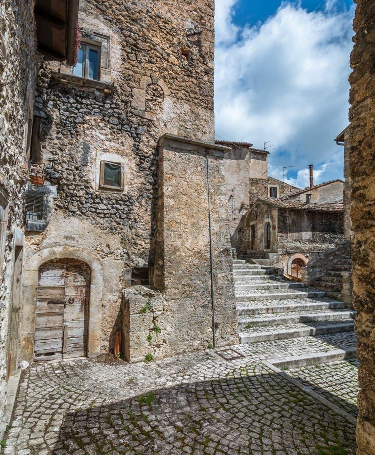 Toneelgezicht in Santo Stefano di Sessanio, provincie van L ` Aquila, Abruzzo, centraal Italië royalty-vrije stock fotografie