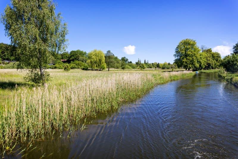 Toneelkanaal dichtbij Templin-stad, Oost-Duitsland royalty-vrije stock foto's