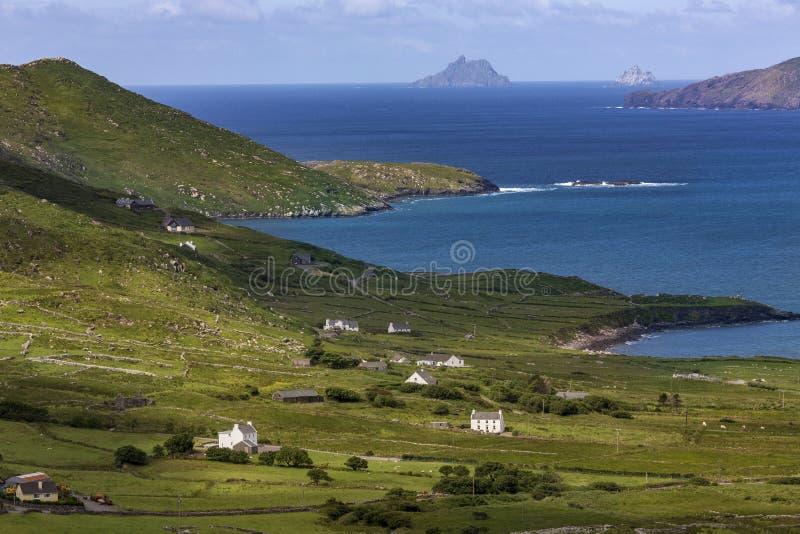 Toneelkustlijn van de 'Ring van Kerry' - Ierland royalty-vrije stock afbeeldingen