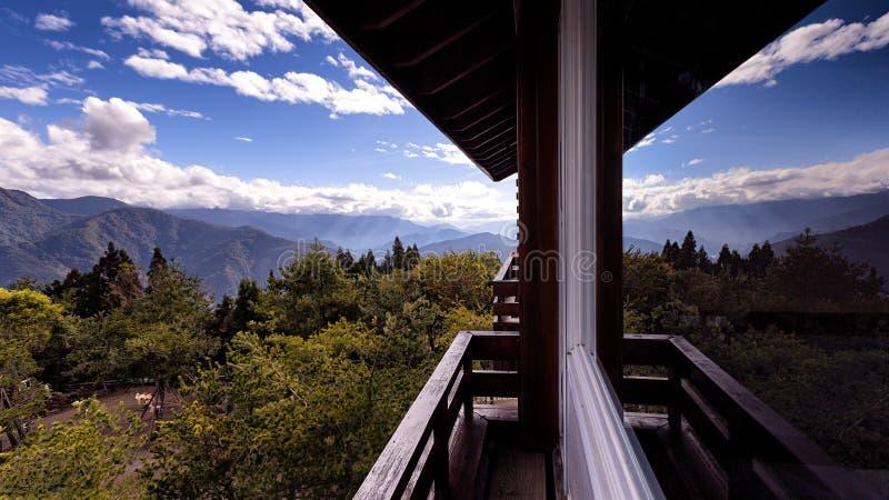 Toneellandschapsmening van natuurlijk landschap van balkon stock foto's