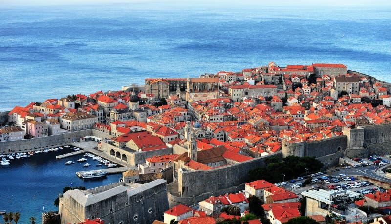 Toneelmening van de oude stad van Dubrovnik bij zonsopgang stock afbeeldingen
