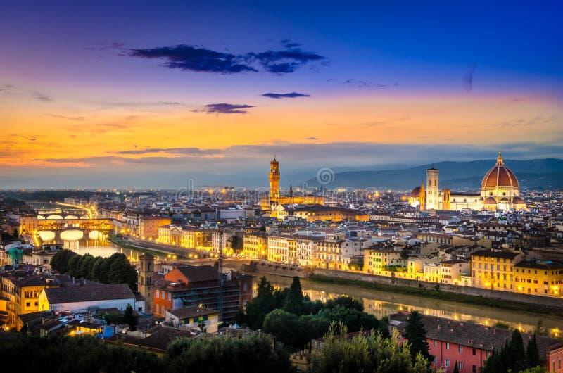 Toneelmening van Florence na zonsondergang van Piazzale Michelangelo stock foto