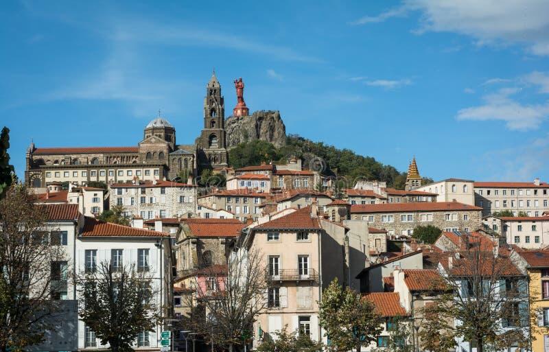 Toneelmening van Franse stad Le Puy-en-Velay royalty-vrije stock afbeeldingen
