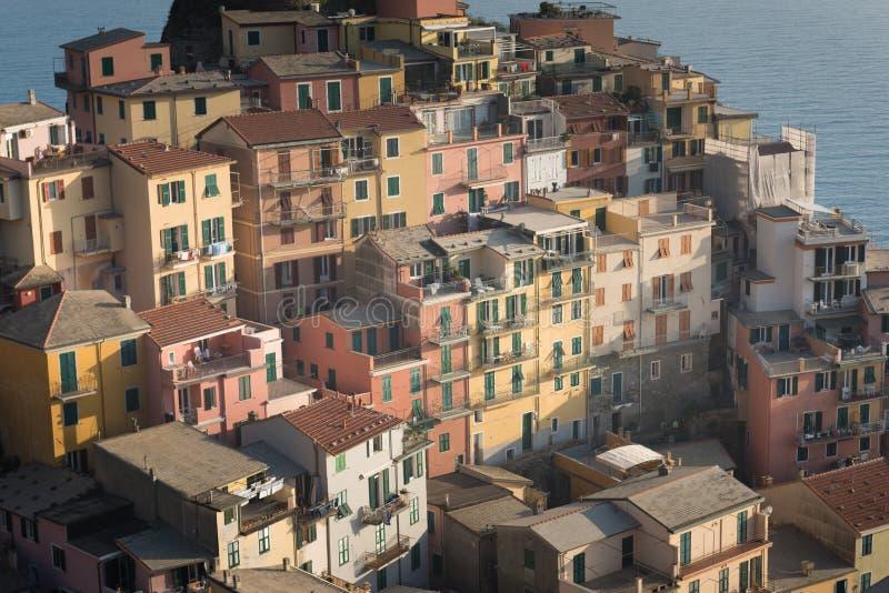 Toneelmening van kleurrijk dorp Manarola, Italië stock fotografie