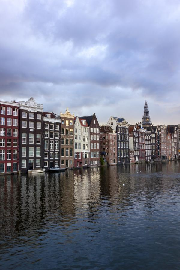 Toneelmening van Nederlandse Architectuur in Amsterdam stock fotografie