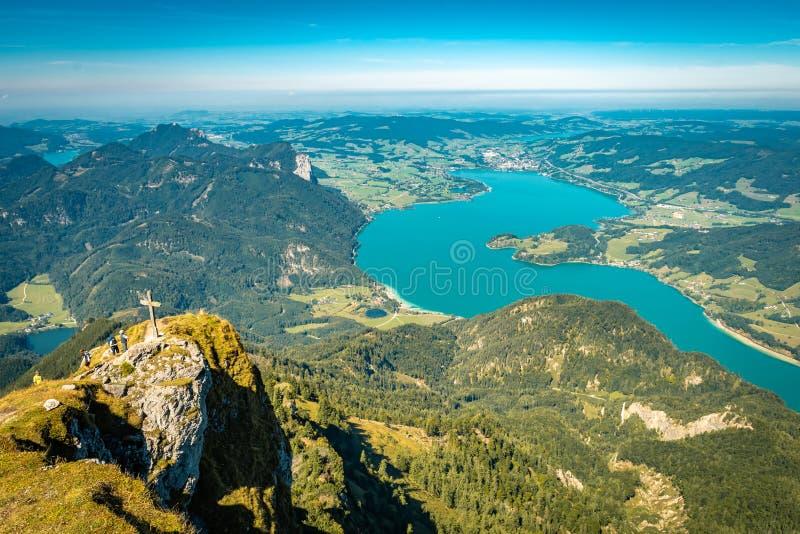 Toneelmening van Schafberg over Mondsee-Meer stock foto's