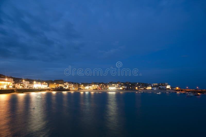 Toneelmening van St Ives, Cornwall bij nacht stock afbeeldingen