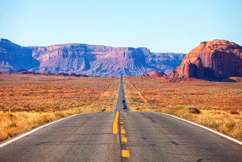 Toneelmening van weg 163 in Monumentenvallei dichtbij de Utah-Arizona grens, Verenigde Staten royalty-vrije stock fotografie