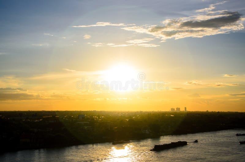 Toneelmening van zonsondergangachtergrond royalty-vrije stock foto