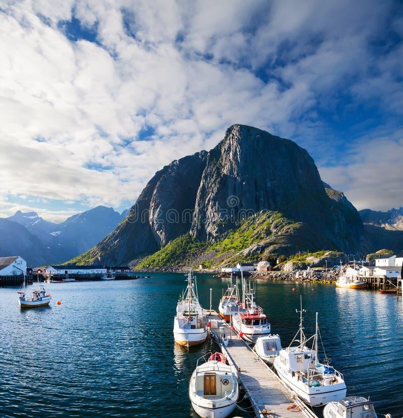 Toneelstad van Reine-dorp, Lofoten-eilanden, stock foto